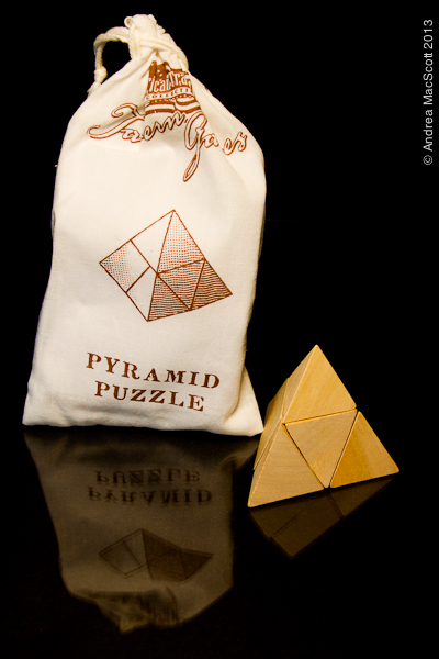 All Natural Wood Pyramid Puzzel